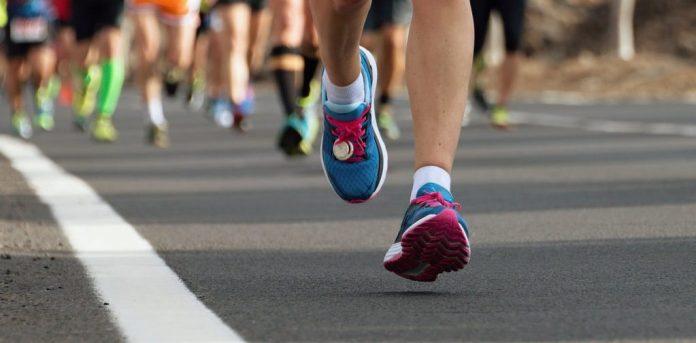 Αυξάνεται η καύση λίπους όταν τρέχεις χωρίς να έχεις φάει;