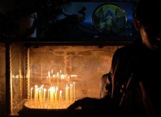 """Άγιο Φως: """"Όχι"""" στη διανομή κατ' οίκον"""
