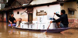 Ινδονησία: Τουλάχιστον 17 νεκροί, χιλιάδες εκτοπισμένοι από τις σαρωτικές πλημμύρες