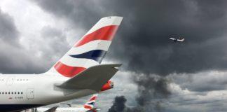 Μεγάλη πυρκαγιά εκδηλώθηκε κοντά στο αεροδρόμιο Χίθροου του Λονδίνου