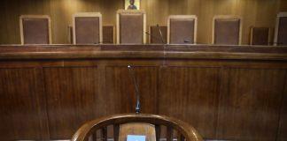 Το δρόμο για τη φυλακή πήρε μετά την απολογία του ο 43χρονος ο οποίος διατηρούσε σχέσεις με τη 14χρονη μαθήτρια που αυτοκτόνησε πέφτοντας στις γραμμές του τρένου στο Μοσχάτο.