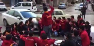 Αυτοκίνητο έπεσε πάνω σε οπαδούς της Γαλατάσαραϊ (vd)