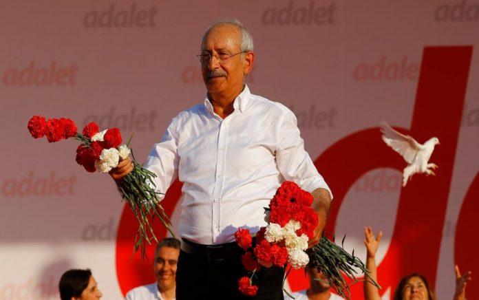 Τουρκία: Προπηλακισμός του αρχηγού της αντιπολίτευσης Κιλιτσντάρογλου