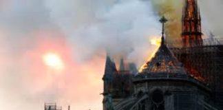 Η πρώτη Λειτουργία στην Νοτρ Νταμ μετά την πυρκαγιά