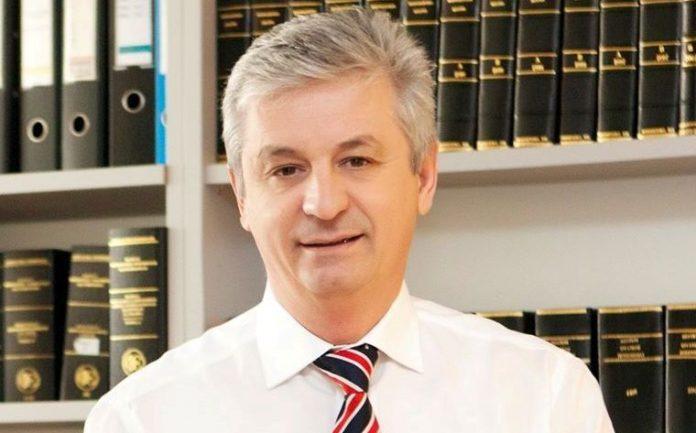 Δημήτρης Πανοζάχος / 1,9 δισ. ετησίως κοστίζει η γραφειοκρατία στην Ελλάδα!