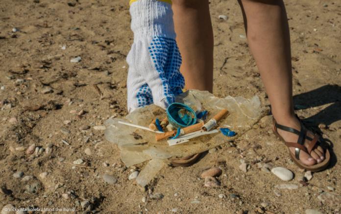Έντονο προβληματισμό προκαλούν τα στοιχεία της μεγάλης έρευνας του ΑΠΕ-ΜΠΕ, για τα πλαστικά που «πνίγουν» την Ελλάδα και απειλούν άμεσα το περιβάλλον και τις ζωές μας, μολύνοντας στεριά και θάλασσα.