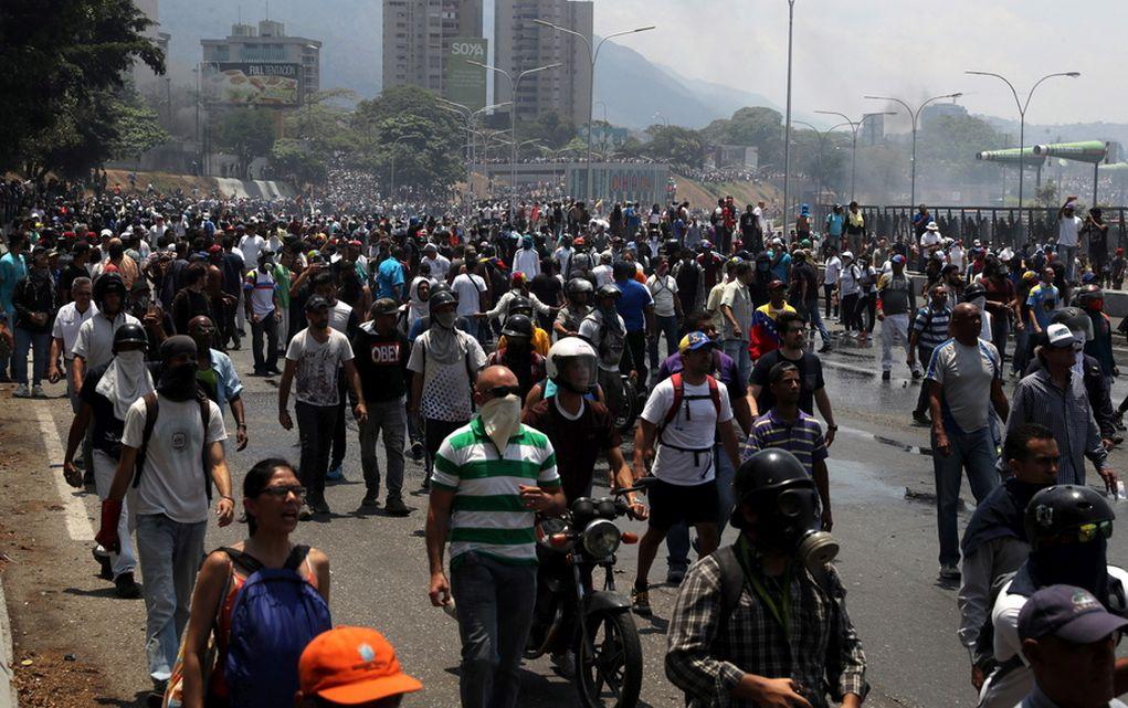 Βενεζουέλα:Στα πρόθυρα εμφυλίου-Νεαρή σκοτώθηκε σε διαδήλωση