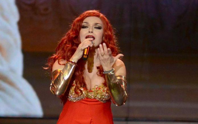 YFSF: Το αβυσσαλέο ντεκολτέ της Φιλίνη «έκλεψε» την παράσταση! (vd)