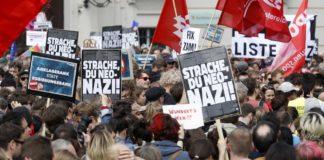 Χιλιάδες διαδηλωτές πανηγυρίζουν στη Βιέννη την παραίτηση Στράχε