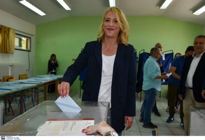 Δούρου: «Όχι στην αποχή, ναι στη Δημοκρατία»