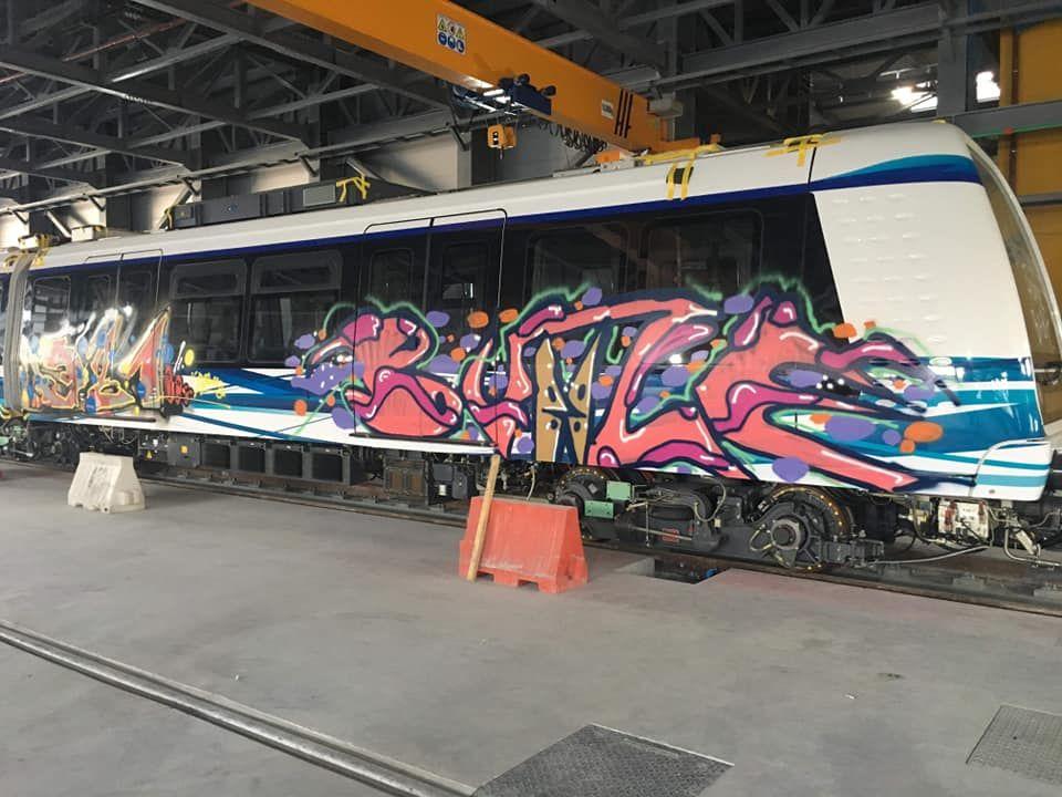 Έκαναν graffiti στα βαγόνια του μετρό Θεσσαλονίκης! (pics)