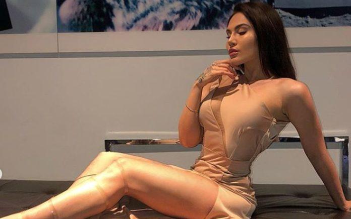 Η Έλενα Τσαγκρινού έχει και φωνή και... κορμάρα! (pics+vd)