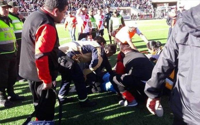 Διαιτητής στη Βολιβία κατέρρευσε στη διάρκεια αγώνα και πέθανε