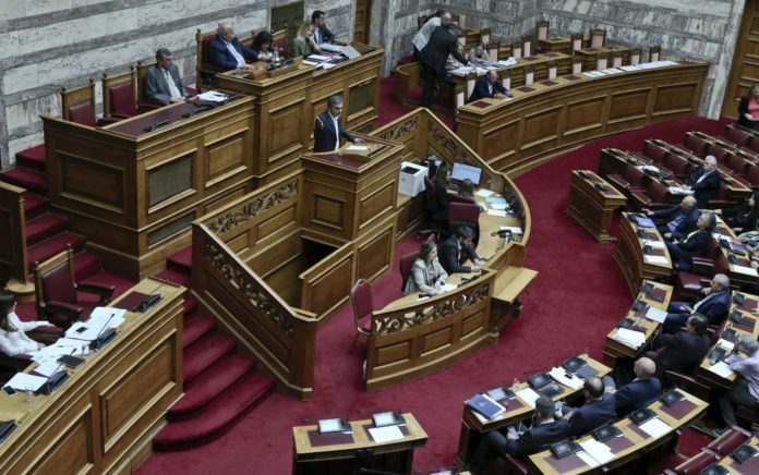 Ψηφίστηκαν οι 120 δόσεις και οι μειώσεις του ΦΠΑ