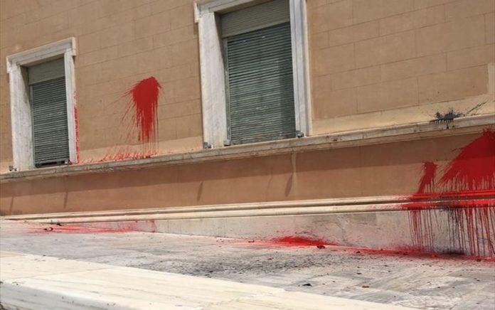 Μία σύλληψη για την επίθεση του Ρουβίκωνα στη Βουλή