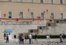 Καρέ – καρέ η επίθεση του Ρουβίκωνα στη Βουλή (vd)