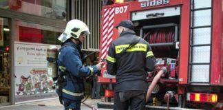 Π. Φάληρο: Υπό μερικό έλεγχο η φωτιά στο διαμέρισμα - Απεγκλωβίστηκαν δύο γυναίκες