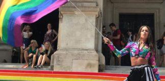 Η Κατερίνα Στικούδη σηκώνει το λάβαρο στο Pride της Βιέννης (pics)