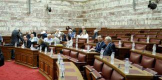 Συζήτηση – παρωδία στη Βουλή απούσης της αντιπολίτευσης!