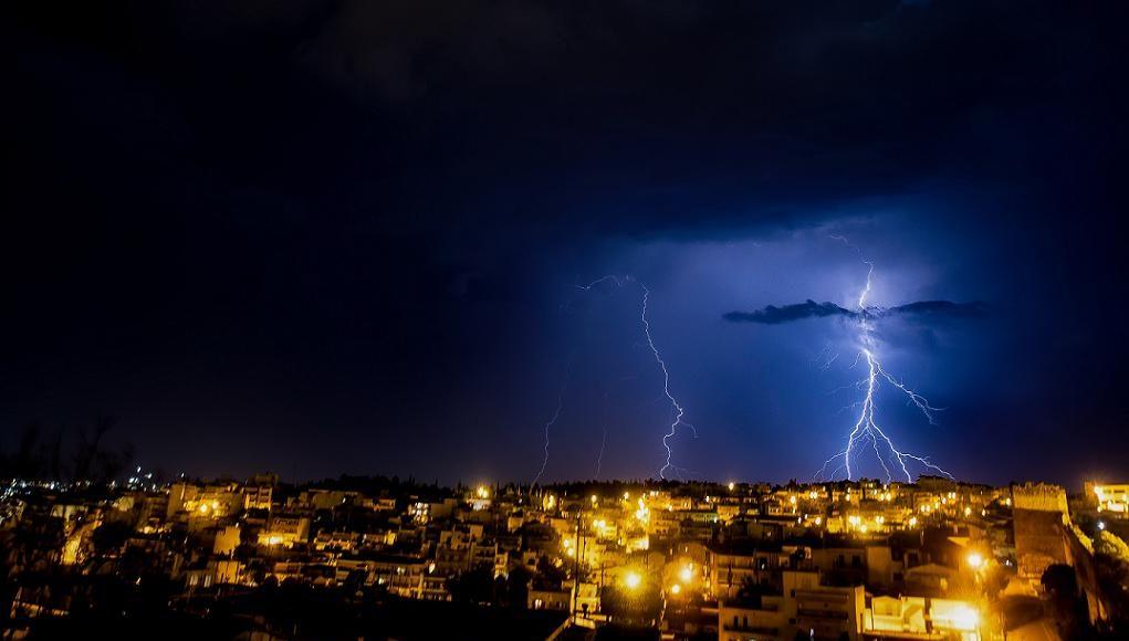 Νυχτερινή καταιγίδα στη Θεσσαλονίκη