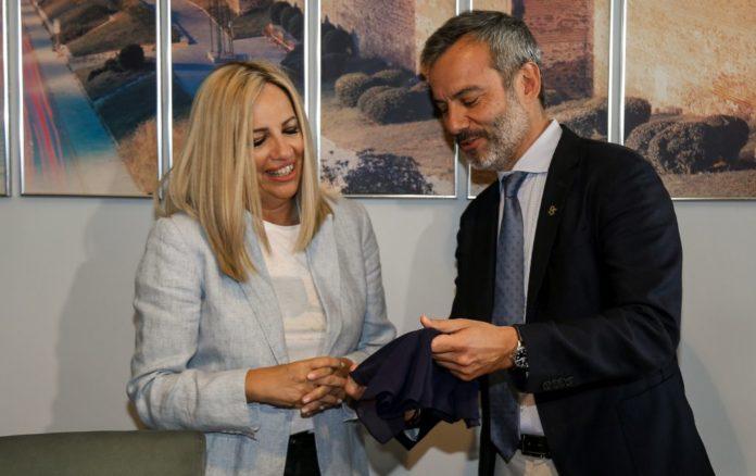 Το δώρο Ζέρβα και οι ευχές Γεννηματά στο δήμαρχο (vd)