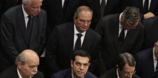 Ο Τσίπρας κλείνει το μάτι ξανά στους καραμανλικούς