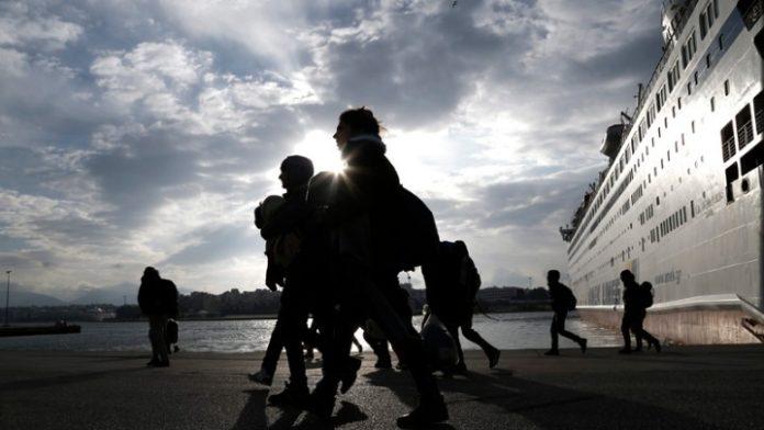 Στος λιμάνι του Πειραιά 155 πρόσφυγες & μετανάστες