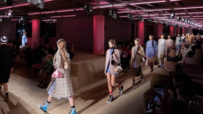 Ο οίκος Prada θα παρουσιάσει στην Ιαπωνία τη συλλογή resort 2021