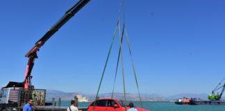 Δύο νεκροί από πτώση ΙΧ αυτοκινήτου, που έπεσε στη θάλασσα στο Νέο Μώλο Δραπετσώνας