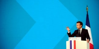 Εμ. Μακρόν: Η Βρετανία οφείλει να πληρώσει το τίμημα για οποιαδήποτε απαράδεκτη ενέργεια για το Brexit