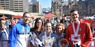 Επίχρυσα στεφάνια από κλάδο ελιάς απονεμήθηκαν στους νικητές του διεθνούς Μαραθωνίου του Τορόντο