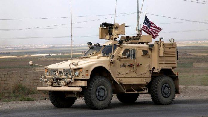 Κούρδοι πετούν πατάτες στα αμερικανικά στρατεύματα που αποχωρούν από τη ΒΑ Συρία