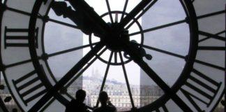 Μία ώρα πίσω οι δείκτες των ρολογιών από τα ξημερώματα της Κυριακής