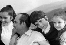 Ο Κυριάκος Μητσοτάκης στην ειδική προβολή της ταινίας «Ορεινές Συμφωνίες», για τη ζωή και το έργο του Κωνσταντίνου Μητσοτάκη