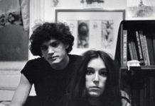 Ο Λόιντ Ζιφ φωτογραφίζει το νεαρό ζευγάρι Ρόμπερτ Μέιπλθορπ-Πάτι Σμιθ