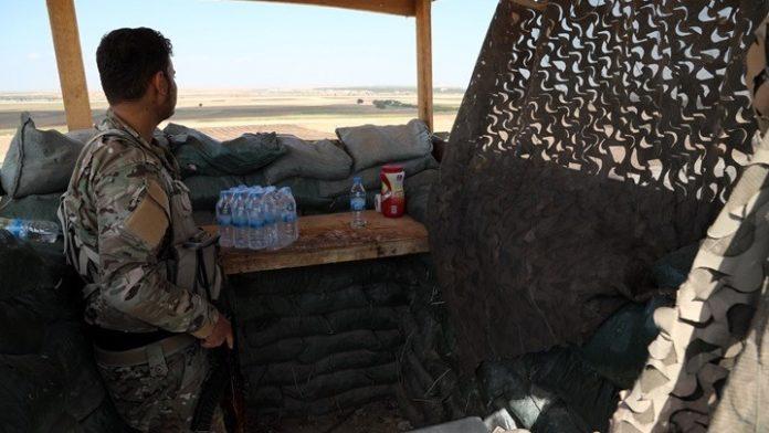 Οι κουρδικές δυνάμεις ανέστειλαν τις επιχειρήσεις τους ενάντια στο ΙΚ, εξαιτίας της τουρκικής εισβολής