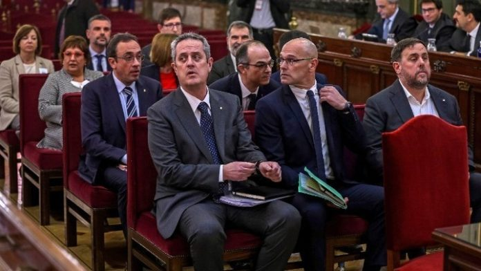 Σε ποινές κάθειρξης έως 13 ετών καταδικάστηκαν ηγέτες της Καταλονίας