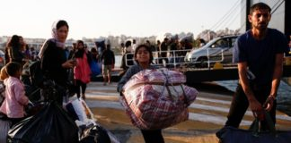 Στο λιμάνι της Ελευσίνας μεταφέρθηκαν από τη Σάμο 693 μετανάστες και πρόσφυγες αιτούντες άσυλο