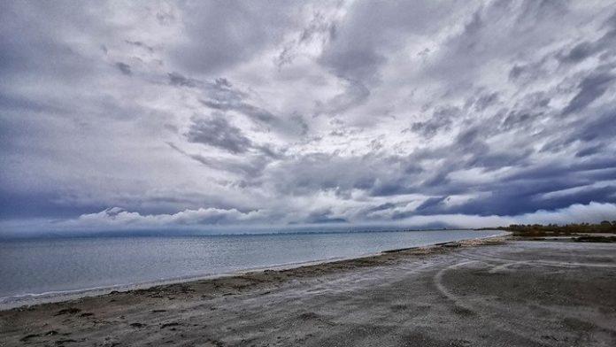 Άστατος και κατά τόπους βροχερός ο καιρός την Πέμπτη, με έντονα φαινόμενα στα ανατολικά