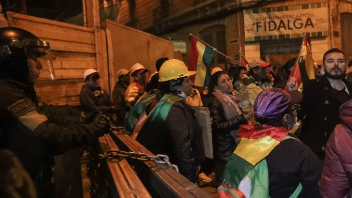 Βολιβία: Μονάδες της αστυνομίας στασίασαν σε τρεις πόλεις