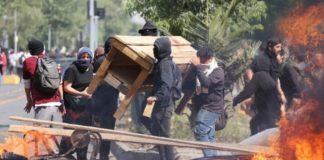 Χιλή: Η βία αναζωπυρώνεται, το πέσο κατρακυλά