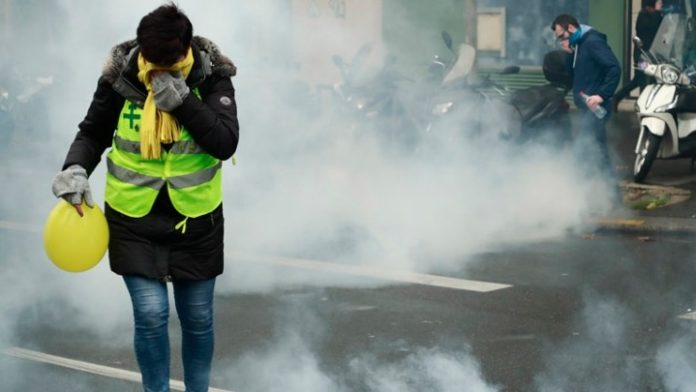 Δακρυγόνα και συλλήψεις στο Παρίσι για τον 1 χρόνο από την έναρξη των διαδηλώσεων των «κίτρινων γιλέκων»