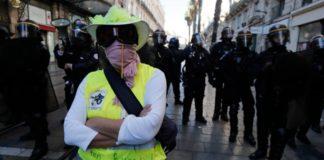 Γαλλία: Ένα χρόνο μετά τη γέννηση του κινήματος, τα «κίτρινα γιλέκα» επιστρέφουν