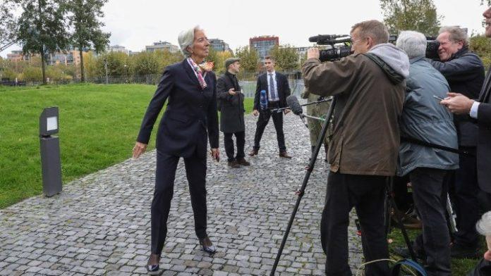 Η Ευρωζώνη χρειάζεται να ενισχύσει την εγχώρια ζήτηση, δηλώνει η νέα πρόεδρος της ΕΚΤ, Κριστίν Λαγκάρντ