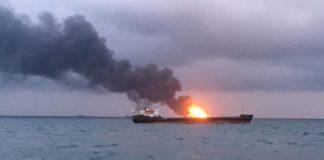 Η Μόσχα παρέδωσε στο Κίεβο τα τρία πολεμικά πλοία που είχε συλλάβει πέρυσι πριν από προγραμματισμένη σύνοδο κορυφής για την ανατολική Ουκρανία