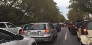 Ιδιαίτερα αυξημένη η κίνηση σε ορισμένους οδικούς άξονες της Αττικής λόγω βροχόπτωσης