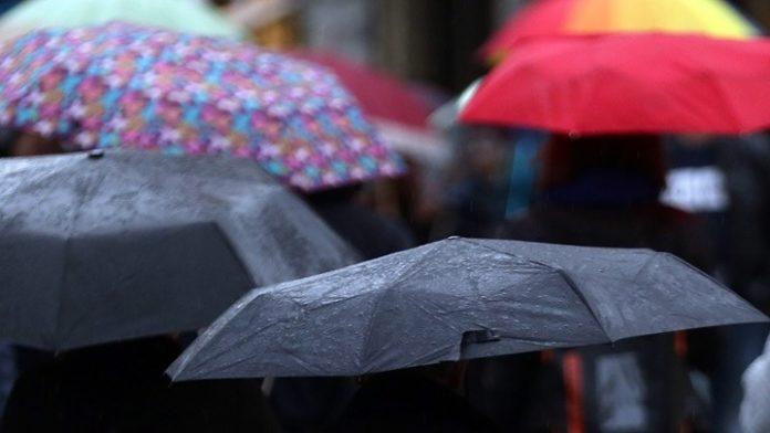 Κέρκυρα: Έντονη βροχόπτωση και δεμένα τα πλοία ανοιχτού τύπου στα λιμάνια λόγω της «Βικτώρια»