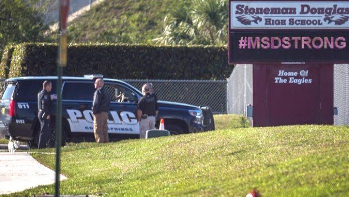 Οι αδυσώπητα επαναλαμβανόμενες επιθέσεις ενόπλων μέσα σε σχολεία στις ΗΠΑ