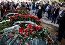 Πλήθος κόσμου τιμά την 46η επέτειο της εξέγερσης του Πολυτεχνείου