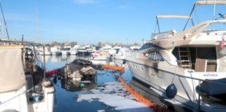 Πυρκαγιά σε δύο θαλαμηγούς στη Γ' μαρίνα Γλυφάδας